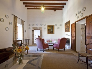 2 LOUNGES WITH A FIREPLACE Ca S'Hereu Country house en Son Servera, Majorca