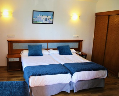 DOUBLE ROOM WITH EXTRA BED (3 ADULTS) Marbel Hotel en Ca'n Pastilla